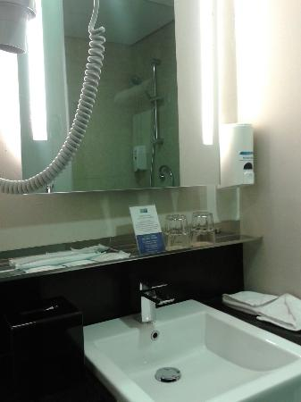 Holiday Inn Express Jakarta Thamrin: All The Basic Bathroom Amenities For  Business Travellers On The