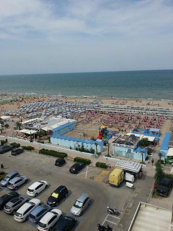 Hotel Adlon: la spiaggia dell'hotel