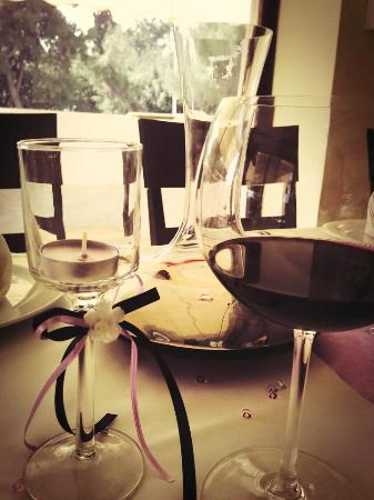 Kalamaria, Yunanistan: Red wine with decanter