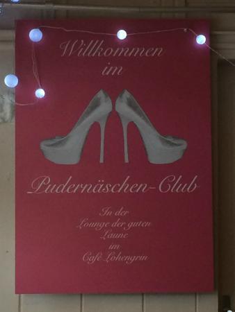 Interessantes Plakat im Café Lohengrin