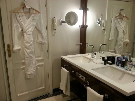 Hotel Barriere Le Majestic Cannes Les Nouvelles Salle De Bain Chambre 533