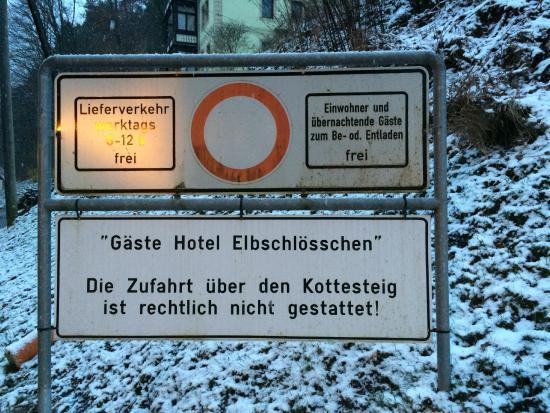 Hotel Elbschlösschen: letzte Parkmöglichkeit am Ortsrand