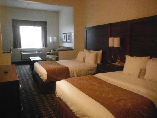 Comfort Suites Summerville: Two Double Beds With Sleeper Sofa.
