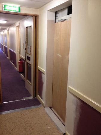 Premier Inn Oldham Central Hotel: Good luck sleeping through the construction noise