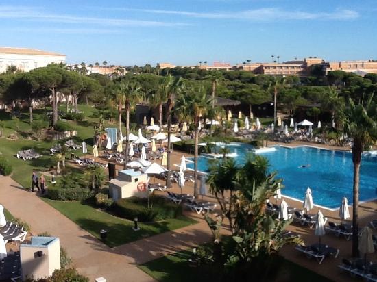Piscina picture of valentin sancti petri hotel chiclana for Piscinas chiclana