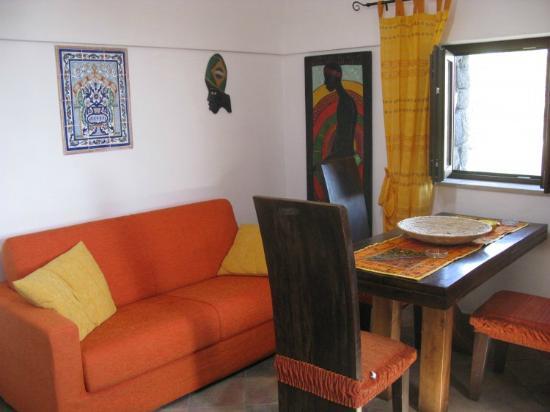 Angolo del soggiorno - Picture of I dammusi di Punta Karace ...