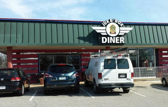 Jukebox Diner: Front of store
