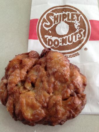 Photo of American Restaurant Shipley Do-Nuts at 2540 Lebanon Pike, Nashville, TN 37214, United States