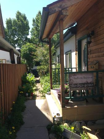 B&B on Balsam : Private entrance with garden views