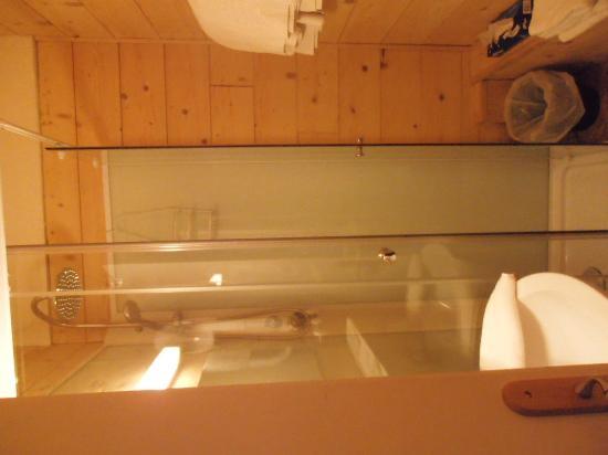 Hotel l'Equipe: Salle d'eau