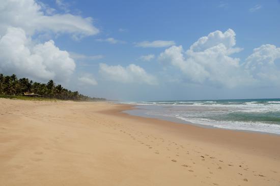 Eco Hostel Lujimba : Имбассаи. Океан недалеко от хостела.