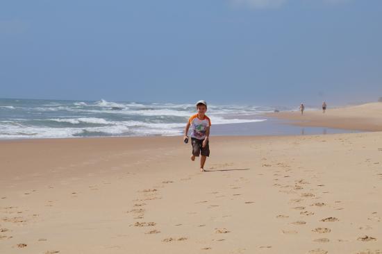 Eco Hostel Lujimba : Имбассаи, у океана, что напротив отеля.