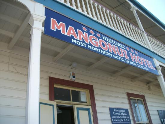 Mangonui Hotel: Outside hotel