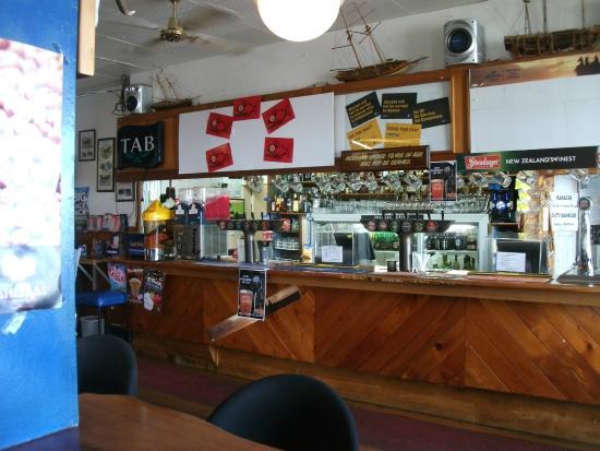 Mangonui Hotel: Bar