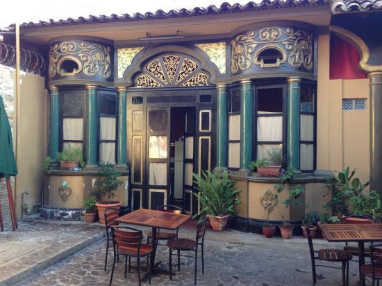 Reilly's Irish Tavern: Courtyard