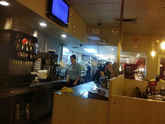 Iron Skillet Restaurant: Clean service prep area