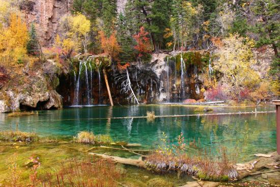 Hanging Lake Trail: Hanging lake in fall