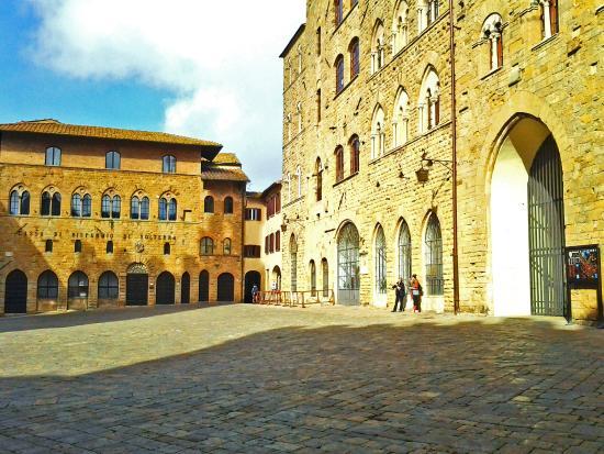 Pinacoteca e Museo Civico: a piazza