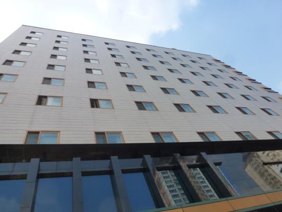 Holiday Inn Seongbuk Seoul: Hotel from the Street