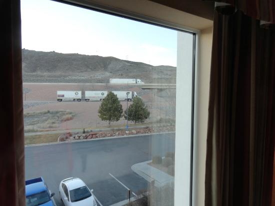Hampton Inn Richfield: View to interstate