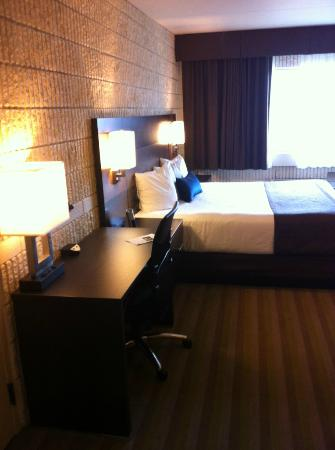 Best Western Plus University Inn: Spacious Room