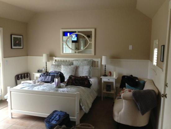 Garden Isle Guest Cottages: Super comfy bed