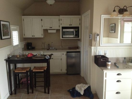 Garden Isle Guest Cottages: kitchenette