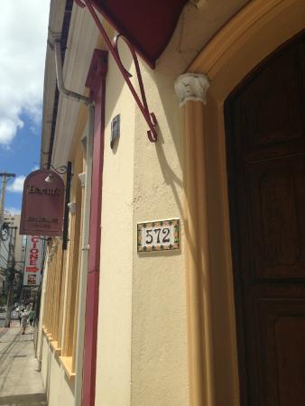 Berttu's: fachada na rua santo antonio
