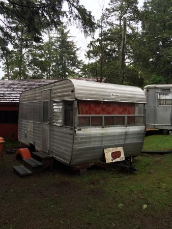 Sou'wester Lodge: Thrift store trailer.