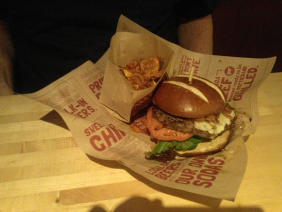 Bagger Dave's: beef burger