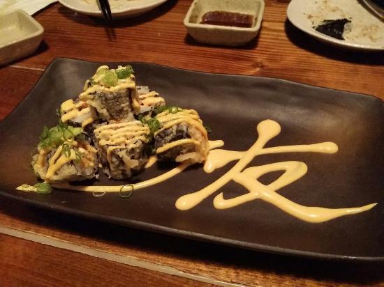 Izakaya Tomo: Crispy tuna roll