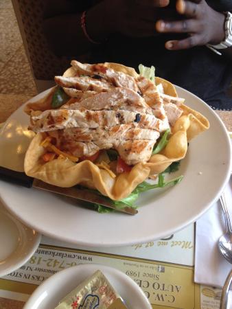 Metro Diner: Chicken fajita salad