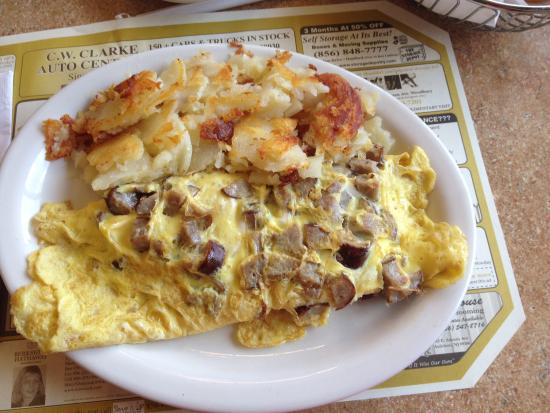 Metro Diner: Sausage omelette with home fries