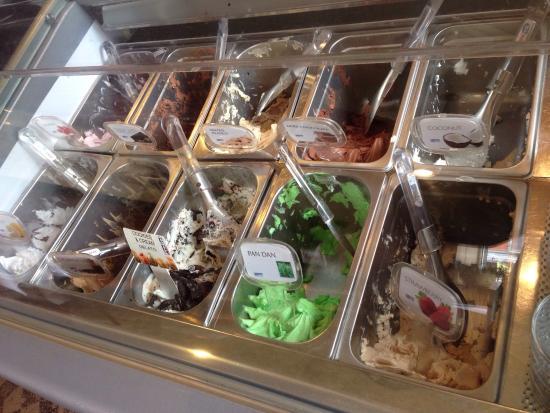 Esaan Thai Restaurant: Choices of different gelato flavors