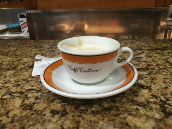 Castroni: A cappuccino before the shopping begins
