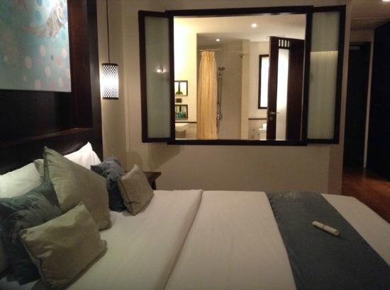 The Elements Krabi Resort: จากห้องนอน เห็นห้องน้ำ