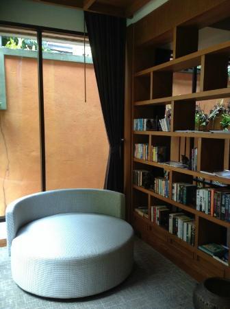 The Elements Krabi Resort: มุมอ่านหนังสือ (play ground)