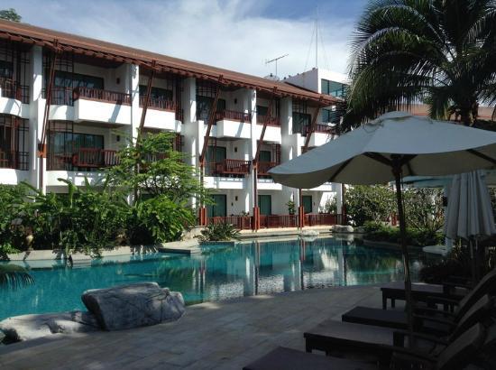 The Elements Krabi Resort: สระว่ายน้ำโล่งมาก