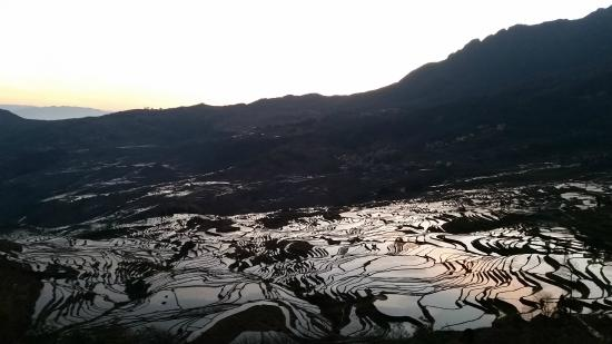 Yuanyang County, Çin: Sunrise at Duoyishu
