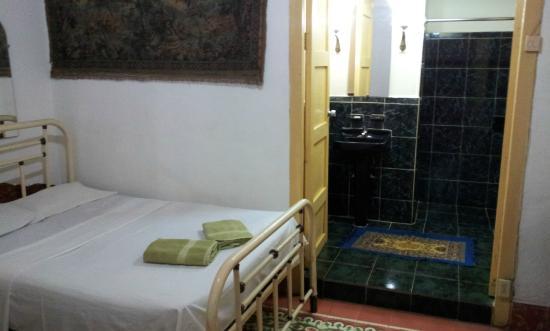 Hostal Antonio y Mary : View to the bathroom