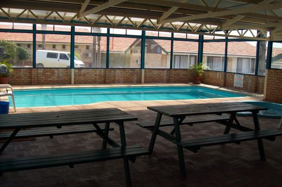 Pool from bbq area picture of sleepwell motel albany for Western pool show 2015