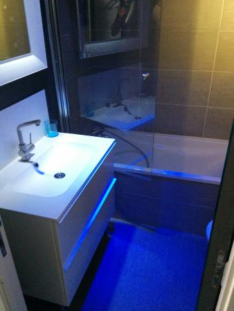 La Monnaie Art & Spa Hotel : Salle de bain bleue