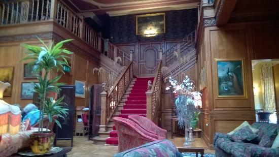 Lands of Loyal Hotel: lounge