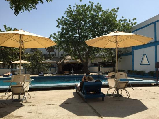 Chez Wou : Poolside on a Sunday
