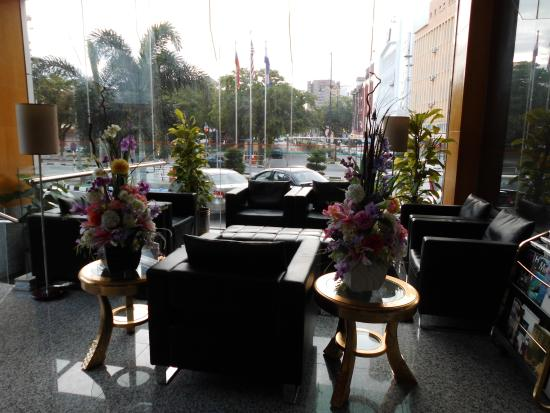 Hotel Aifa Labuan : Seating area in lobby