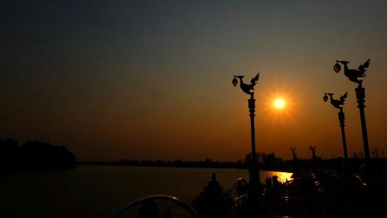 Chachoengsao, Thaïlande : @pier in front of the temple