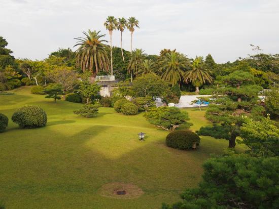 Shima Kanko Hotel the Classic : ホテルの庭園は朝夕の散歩に。夏はプールが楽しめる。