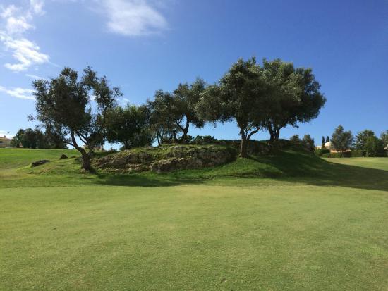 Pestana Gramacho Resort Golf Course: Hole 1 approach shot to green