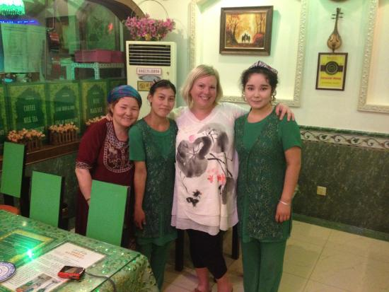 Crescent Moon Muslim Restaurant : Decor was in green! Staff was very friendly.