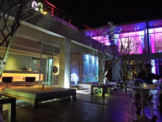 9Gems Lounge & Restaurant : The dining and bar area